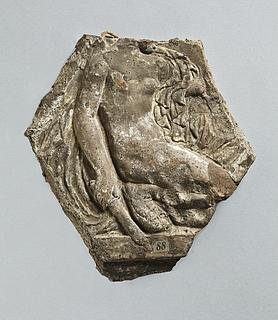 Campanarelief med knælende kvinde (Victoria). Romersk