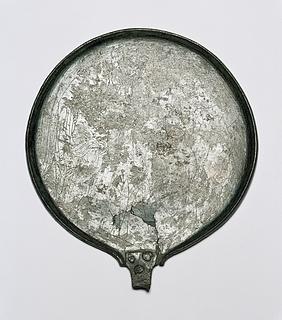 Spejl med kriger, vinget gudinde og Hermes/Turms. Etruskisk