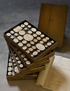 Daktyliotek med mytologiske motiver, 288 styk