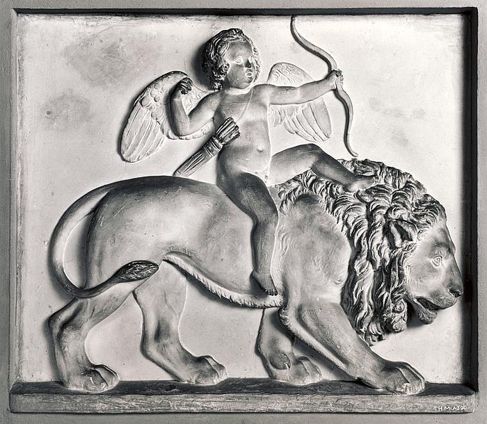 Amor på løvens ryg