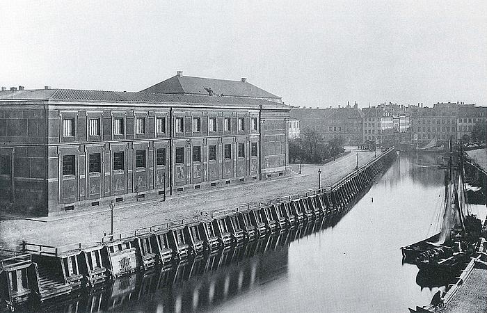 Thorvaldsens Museum og Kanalen set fra nord-øst, ca. 1870