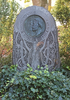 August Saabye & Lorenz Frølich: Christian Molbech & Chr. K.F. Molbech, gravsten, kirkegården ved Sorø Klosterkirke