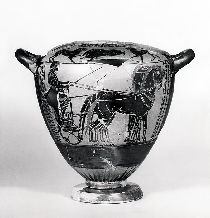 Hydria med vognscene (bug) og dyrefrise (skulder). Græsk