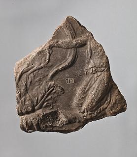 Campanarelief med knælende kvinde ved akantusranker. Romersk