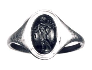 Eros med heroldstav og en hane. Hellenistisk-romersk ringsten