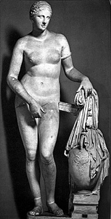 Colonna Venus, Roman marble copy of Praxiteles' Aphrodite of Knidos, 364-363 BC, Pius-Clementine Museum, Vatican City, Rome, inv. no. 812.