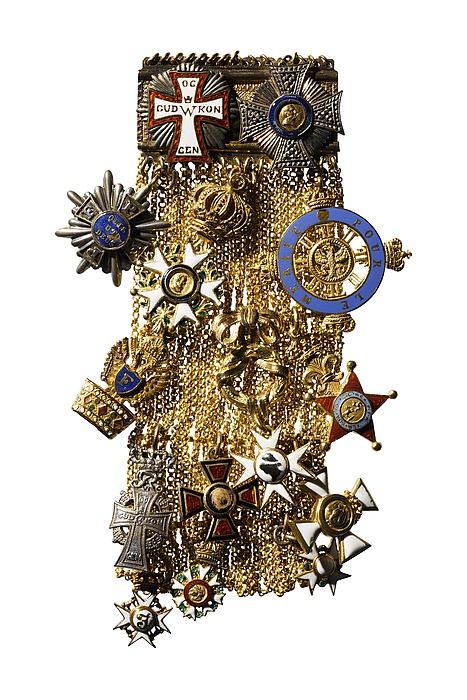 Guldplade og guldkæde med 14 miniatureordener