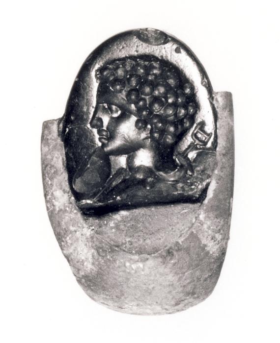 Buste af Hermes med heroldstav. Hellenistisk-romersk ringsten i sølvring