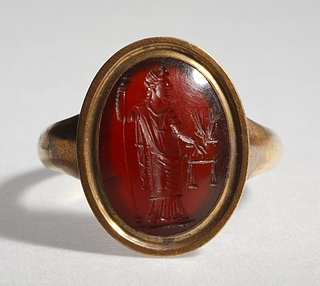 Aequitas med vægtskåle, kornaks og scepter. Hellenistisk-romersk ringsten
