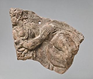 Campanarelief med kvinde (mænade) og tilhyllet figur. Romersk
