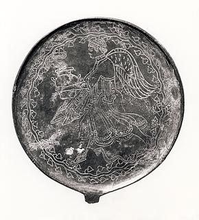 Spejl med en vinget gudinde (?), der henter vand ved en fontæne. Etruskisk