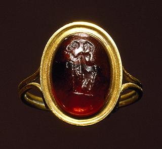Thalia med en komisk maske. Græsk hellenistisk ringsten